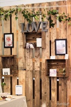 photobooth rustic wood pallet backdrop