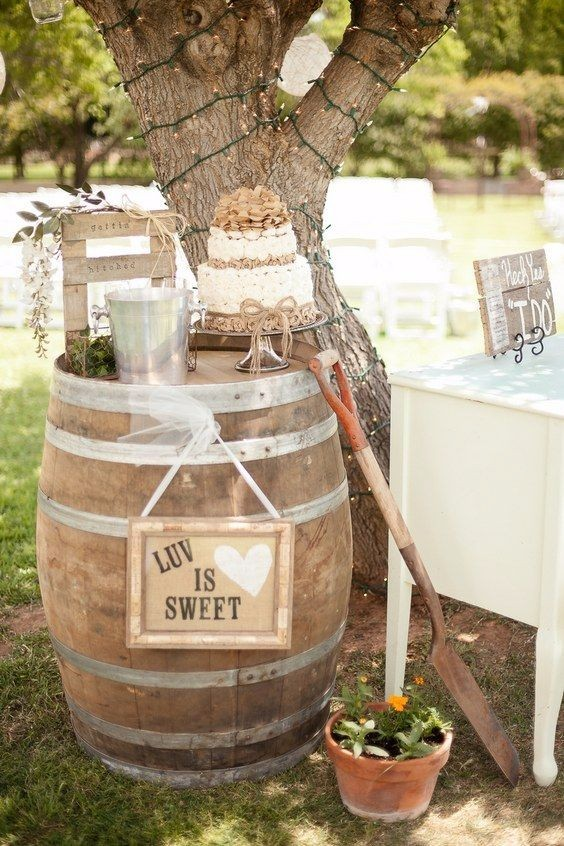 rustic country wine barrel wedding decoration
