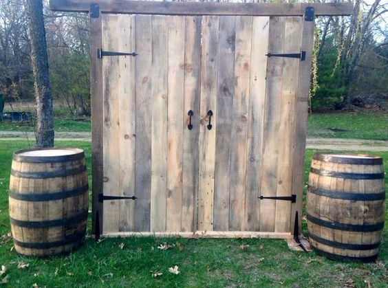 photobooth backdrop with barrels